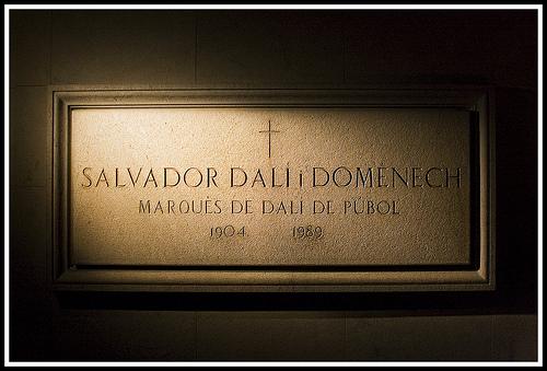 dali-grave